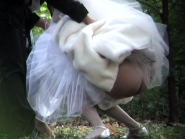 Писающие невесты смотреть онлайн, парень трахнул подругу после купания